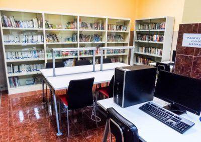 Ordenadores en la biblioteca para consultas